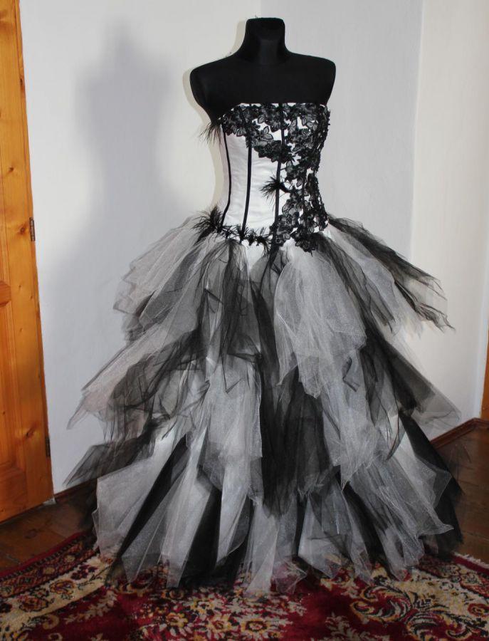 ... do 5000Kč · plesové šaty » skladem plesové » černá. Cena s DPH 4999.00  Kč cd1038448da